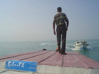 Lancha de ajuda que chega porque o nosso barco avariou