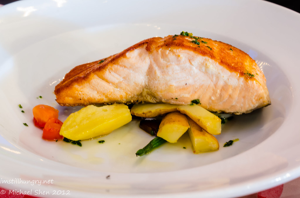 Casa Di Nico - salmon fillet - pan fried in extra virgin olive oil, potato, green beans & tomato w/lemon gremolata