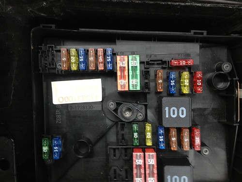 8439177308_84552b7c96 vwvortex com need help! headlight and foglight went out, fuse? 2009 jetta fuse box at n-0.co