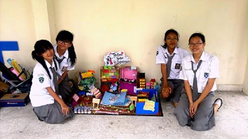 Lomba Mading di Olimpiade Ekonomi II, FKIP UR - SMA Santa Maria Pekanbaru