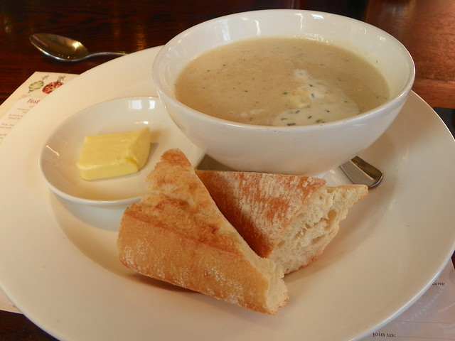 Honey roasted parsnip soup with chive crème fraîche (GOC Kings Langley Xmas 2012 064)
