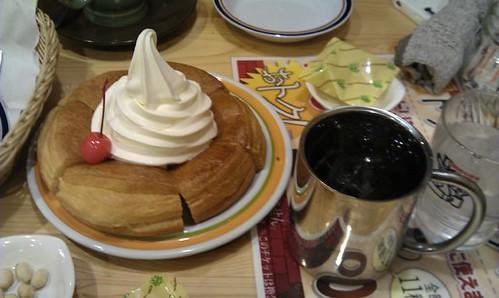 Shironowaaru. Komeda Coffee. by Kanda Mori