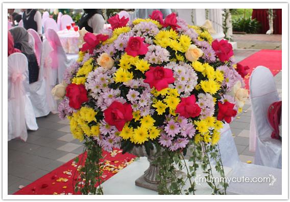 8365122852 4da518b127 z Majlis kahwin Akhnaz  tema warna  kuning