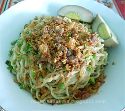 Mie Pangsit Medan @ Denpasar - Bali [http://esdelima.blogspot.com]