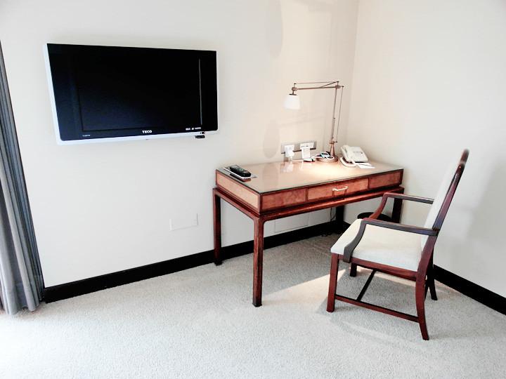 regent taipei hotel room desk