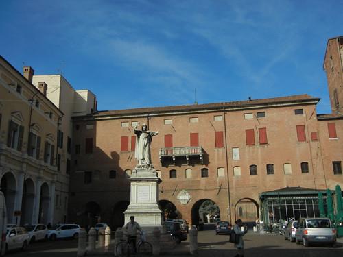 DSCN3696 _ Statue of Girolamo Savonarola, Ferrara, 17 October
