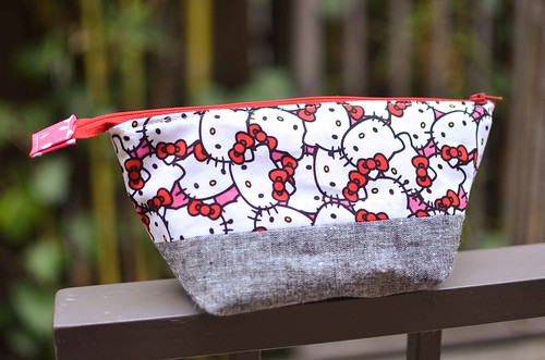 hello kitty open wide zippered pouch