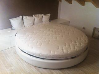 Die runde Wenatex Riesen-Matratze zuhause beim Kunden