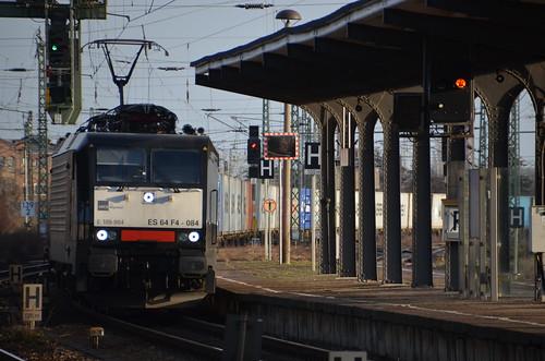ES64 F4-084