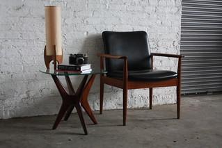 Sculptural Adrian Pearsall MCM Glass & Walnut Side Table 1618-ET (Craft Associates, U.S.A., 1960's)
