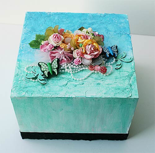 Upcycled-box-for-Faber-Castells-by-Yvonne-Yam1