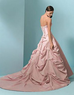 pink-wedding-dresses-are-popular-L-__1Rvt