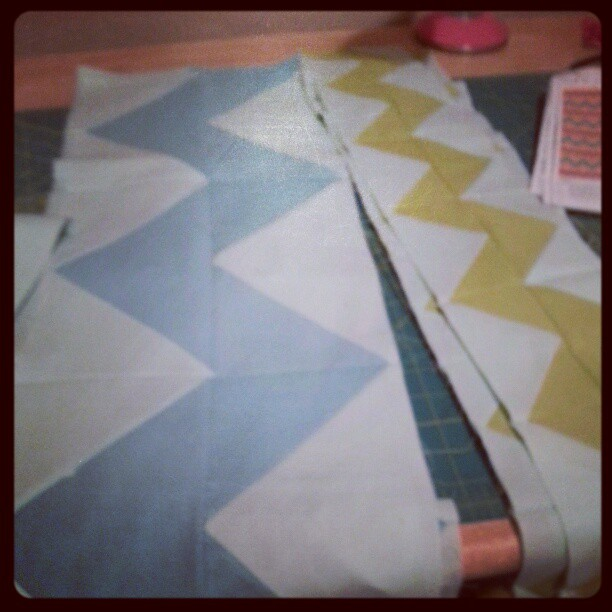 Little zigs and big zags are now pieced together. Now as soon as I have some time this quilt #quilting