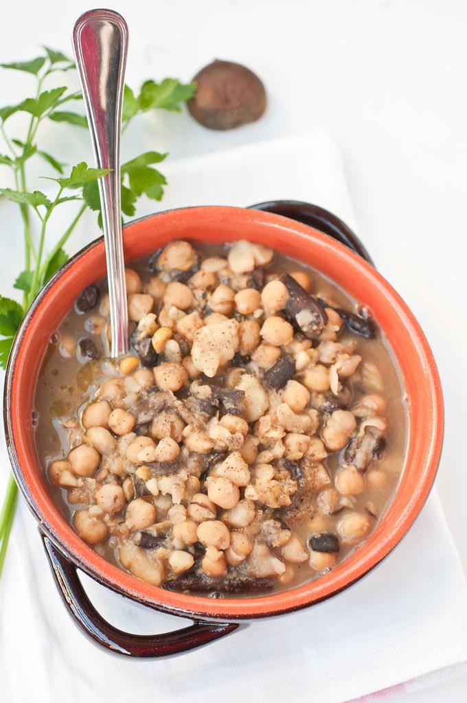 Zuppa di ceci, chiodini e castagne