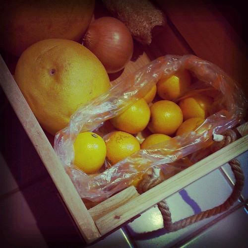水果箱上工中。
