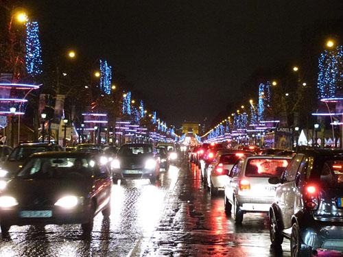 Champs elysées sous la pluie.jpg