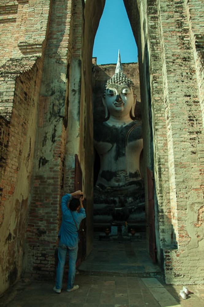 Wat Si Chum Buddha 2.jpg