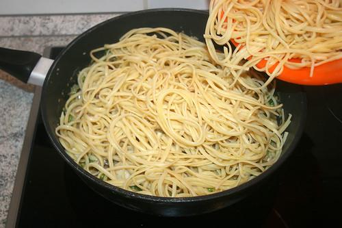 36 - Nudeln beigeben / Add noodles