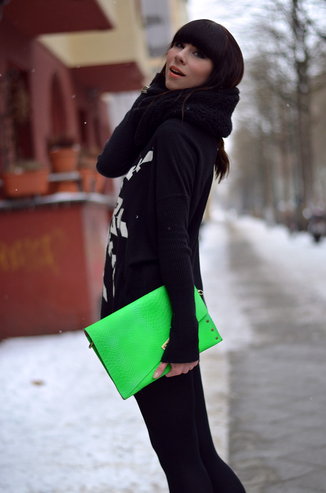 Blogger outfit: ohhandy green clutch AX Paris jumper 1