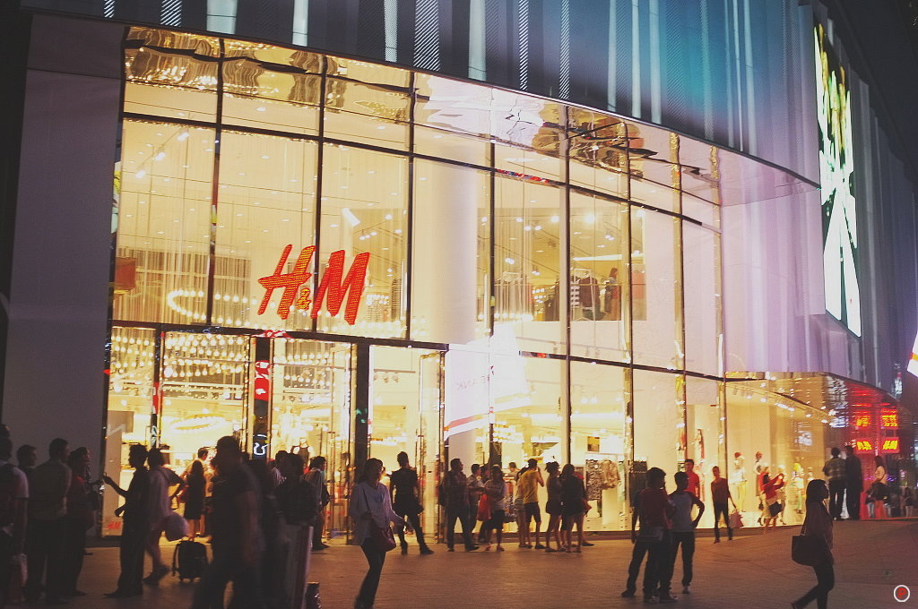 H&M Bukit Bintang Outlook Night