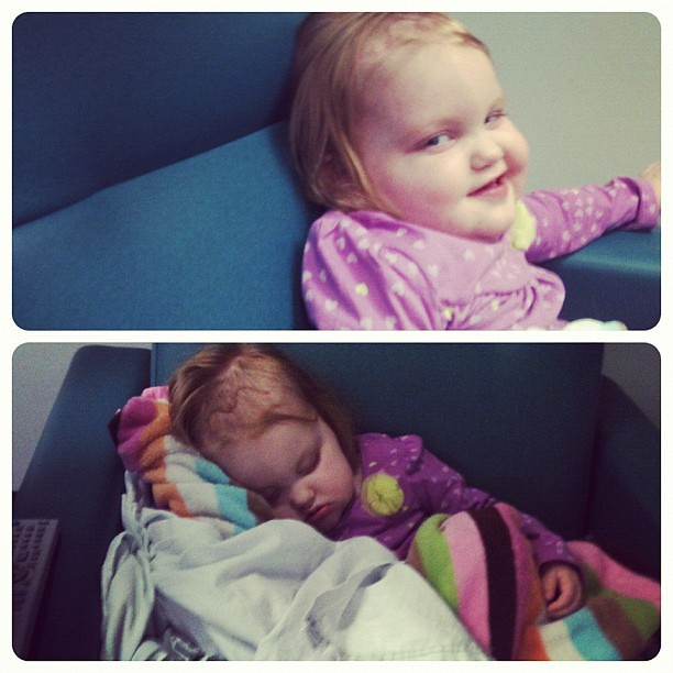 Started off smiley but now asleep ❤ #tumorkillingtuesday #chemointumorout #gingerfight #reesey