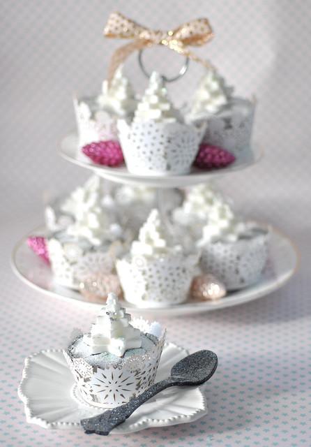 Mint choc chip Christmas cupcakes