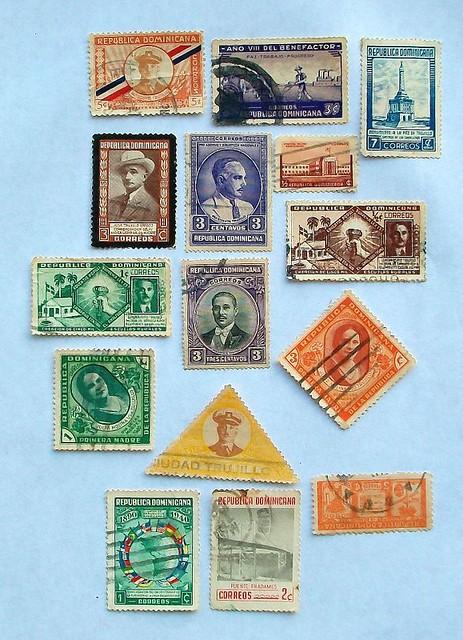 Estampillas de correo con imagen de Trujillo