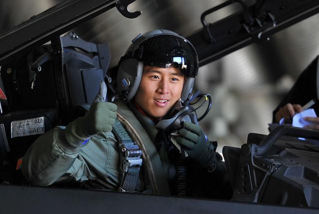 공군홍보대사 구자철 선수의 F-15K 하이택싱 체험