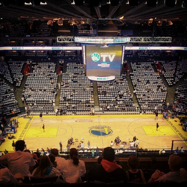 Golden State Warriors New Stadium: Pre-game At The Oracle Arena. Golden State Warriors Vs LA