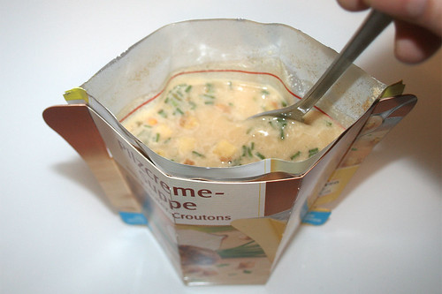 08 - Maggi Moment Mahl Pilzcremesuppe mit Kräuter-Croutons - umrühren