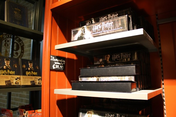 Harry-Potter-Platform-9-shop-Kings-Cross-Station-London-8-600x400