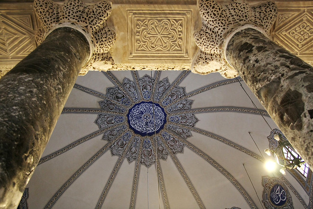 Anicient columns in Little Hagia Sophia, Istanbul, Turkey イスタンブール、キュチュック・アヤソフィアの円柱