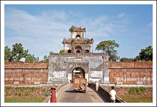 geotagged gate vietnam imperialpalace epsonv500 huécitadel