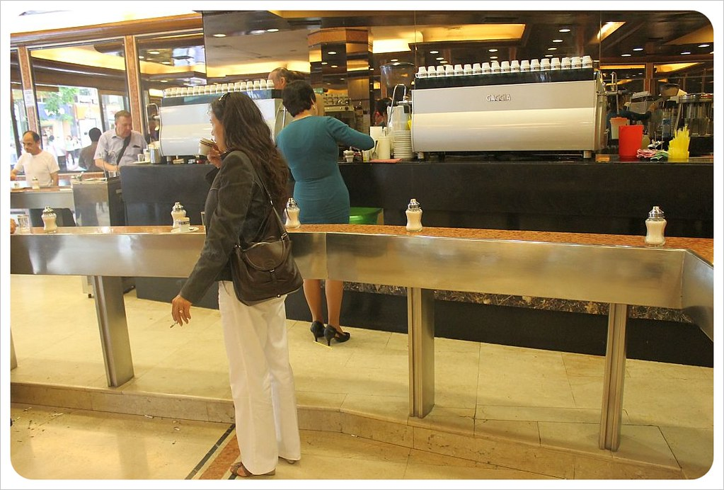 cafe con piernas female customer