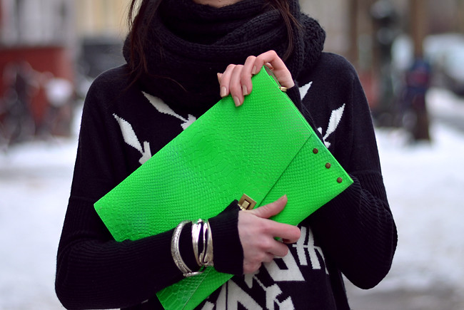 Blogger outfit: ohhandy green clutch AX Paris jumper 4