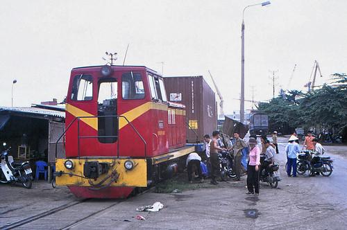 vietnam haiphong harbourtrack ðsvn metergauge dlocogoodstrain classð4h shunting accident 2003