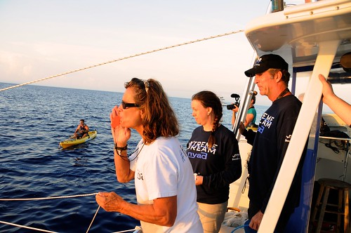 <p>University of Hawaii at Manoa Assistant Research Professor Angel Yanagihara (center) during Diana Nyad's August 2012 attempt to swim from Cuba to Florida. Photo credit: Christi Barli</p>