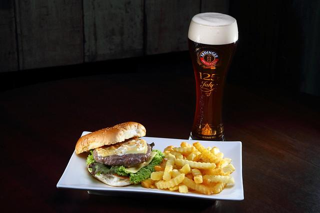Double Cheese Beef Burger + Erdinger Dunkel