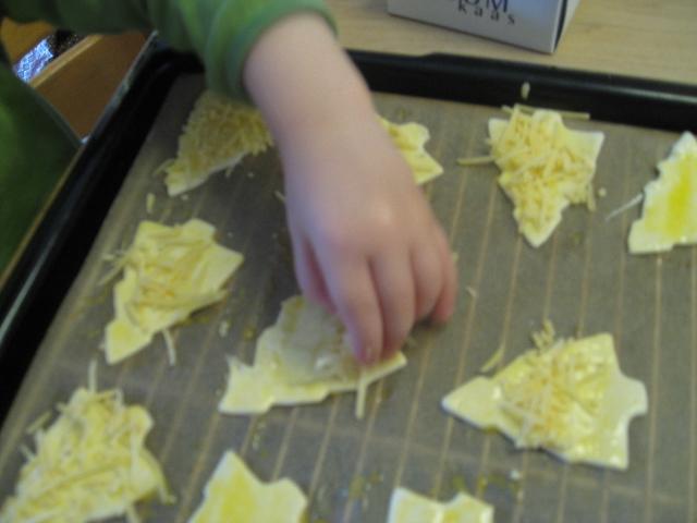 Aapie doet kaas op de boompjes