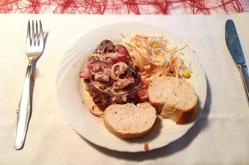 Zwiebelschnitzel, Farmersalat & Weißbrot