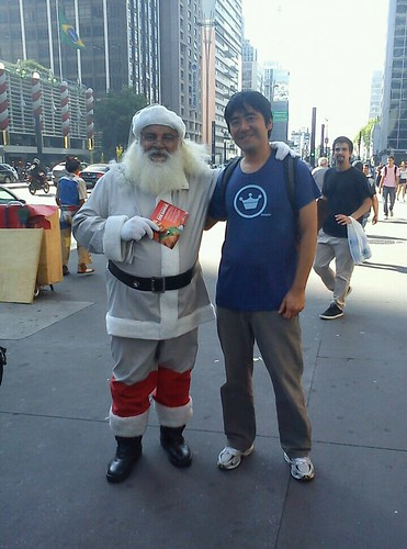 Papai Noel com pouco vermelho