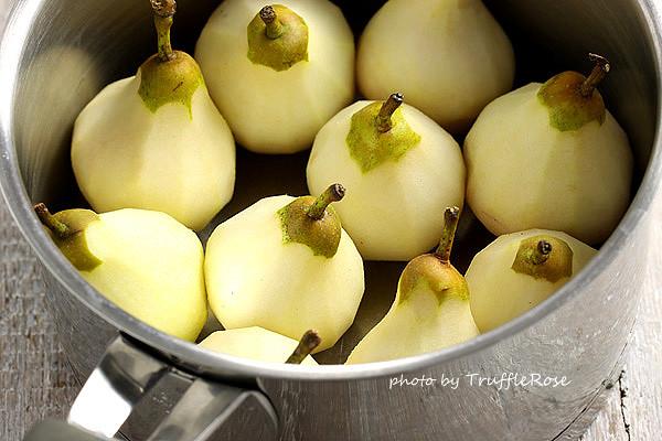白巧克力慕斯和燉梨 Witte chocolademousse met stoofperen-20130103
