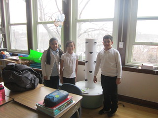 Smyser students with their aeoroponic tower garden. © Heidi O'Toole