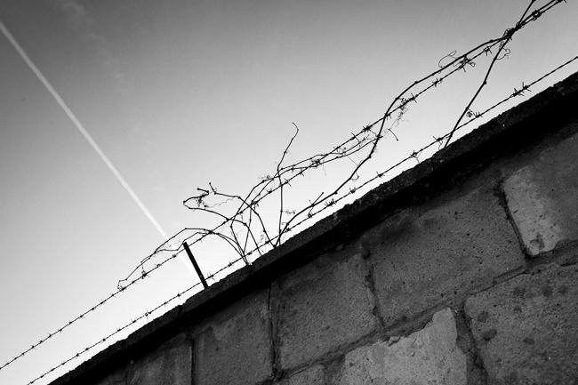 Sachsenhausen barbed wire