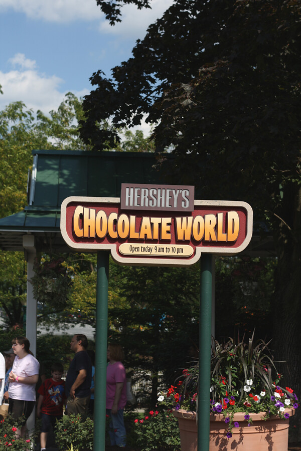 Hershey's open 9 am to 10 pm