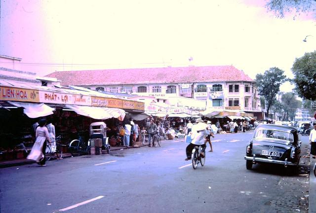 VIETNAM 1962-64 - Đường Lê Thánh Tôn, cửa Bắc chợ Saigon