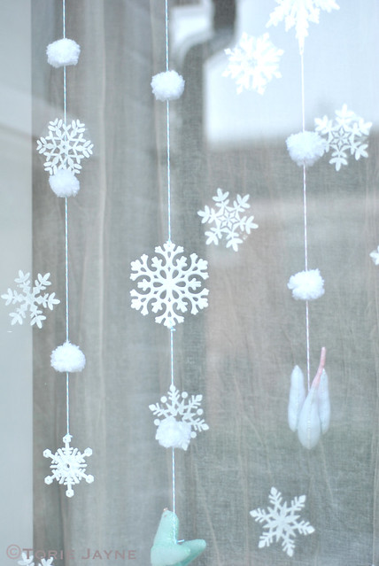 Snowflakes & pom pom snowballs