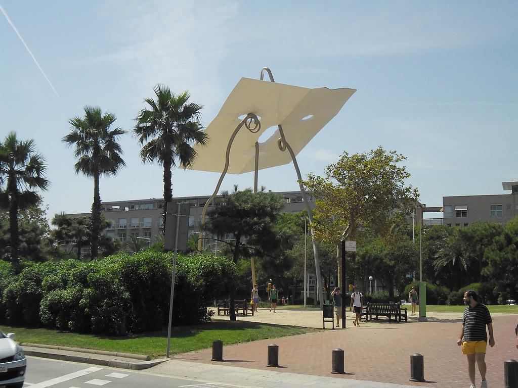 Sculpture in Vila Olimpica