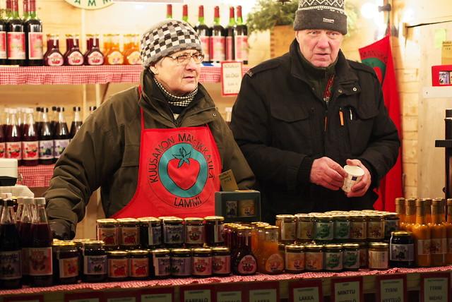 Finlandeses vendiendo confituras