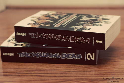 The Walking Dead comics: Vol. 1 & 2